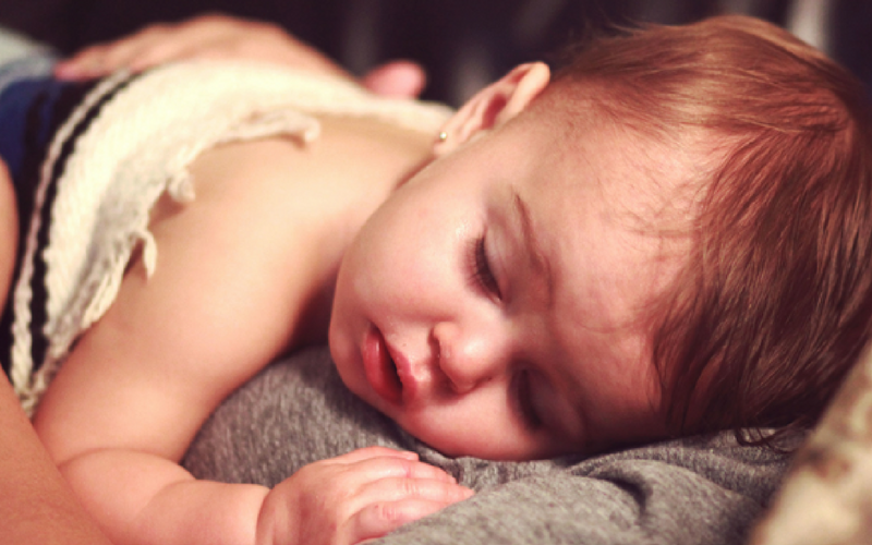 Is your baby sick for the first time? These tips and remedies will help you alleviate your baby's cold symptoms. | Home Remedies | Baby with Fever | Natural Remedies | Parenting | Parenting Tips & Tricks | Congested Baby |