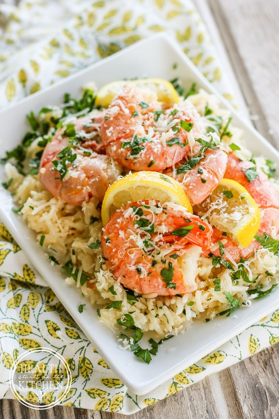 I love this 5 Minute Pressure Cooker Shrimp Scampi Paella Recipe. It's gluten free and absolutely perfect for a quick weeknight dinner. Recipe via Health Starts in the Kitchen